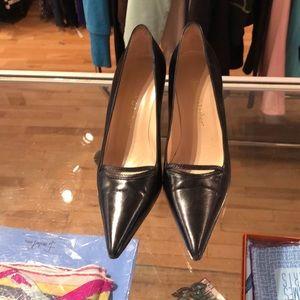 Classic Judith Leiber black heels! Great condition